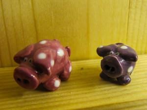 2 lucky pigs